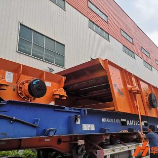 Hpower Mining Group's equipment shipping to Cameroon, Africa, is being loaded successively.